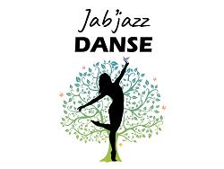 Une silhouette de danseuse sur un fond d'arbre de vie vert