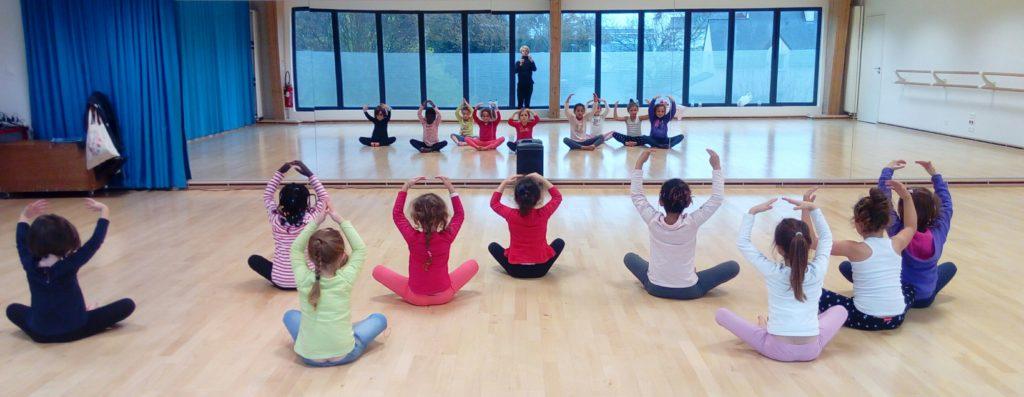 Petites danseuses bras couronne