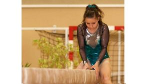 Une gymnaste à la poutre