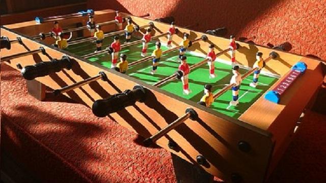 baby foot et jeux de lumière
