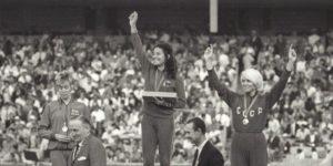 Colette Besson sur le podium en 1968